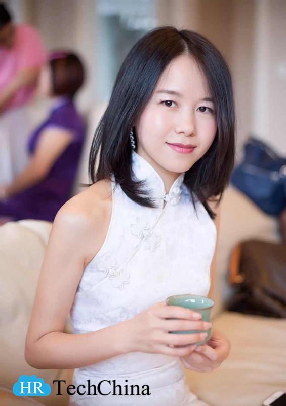 Daisy in White Qipao