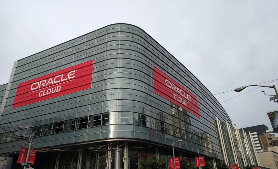 Oracle-OpenWorld-2015-Novet-e1447841646981-930x567